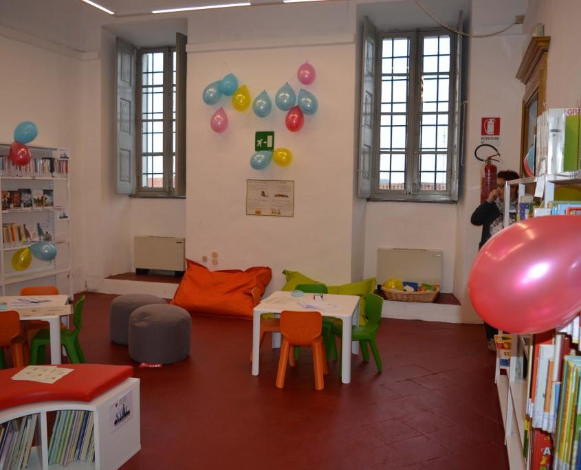 tavolini sala lettura bambini